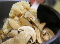 香り高い贅沢なご飯 【国産松茸の釜炊きご飯】