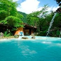 ◇緑に包まれる野天風呂