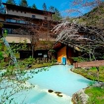 【春】山桜と施設外観