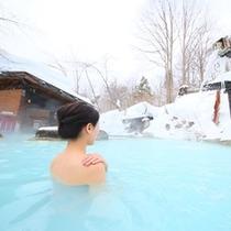 ■冬の混浴露天と女性後ろ姿