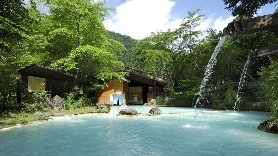 ・【夏】緑に包まれる野天風呂