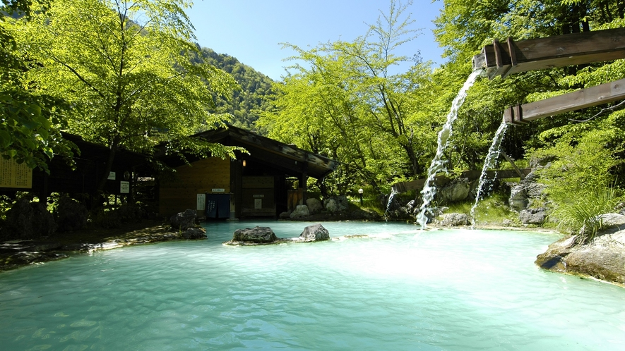 ・【夏】初夏・新緑萌える野天風呂