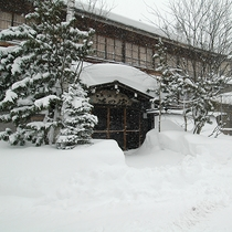 ■雪深い冬の外観