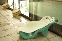 赤ちゃんも快適にお風呂を楽しめるよう、ベビーバスチェアをご用意しております。お気軽にご利用ください。