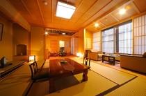 吉野杉をふんだんに使った上質な和の空間に心が癒されます。部屋付き半露天風呂で温泉をお楽しみください。