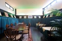 洋食処マチスにはマチスの絵画以外にもシャガールの絵も飾ってあります。優雅な空間で食事を楽しめます。