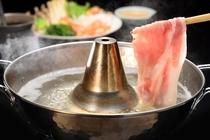 お肉のとろけるような甘みを存分に引き立てる「しゃぶしゃぶ」。ポン酢やお好みのタレで召し上がれます。