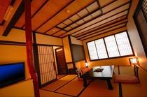 木の温もりをたっぷり感じていただけるよう工夫をこらした特別室。柔らかな光に満ちた空間をご堪能下さい。