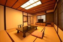 洗練されたお部屋には、隠れ家のような雰囲気が漂います。大人の空間を満喫できる上質な空間です。