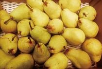 10~1月は、ラ・フランスが旬を迎えます。爽やかな香りと甘さ、滑らかな口当たりがクセになる果物です。