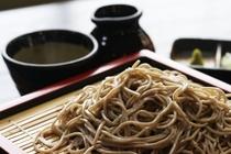 上品な味わいのでわかおり、蕎麦らしい風味の最上早生、大和屋では2種類のそば粉を使用しております。