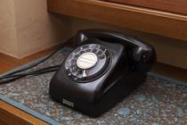 お部屋には、今や、見かけることが少なくなった黒電話を設置。レトロな気分を存分にお楽しみいただけます。