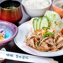 肉野菜炒め定食の一例