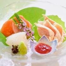 <刺し>会津地鶏や淡水の刺身はしっかりと締まった噛みごたえ。