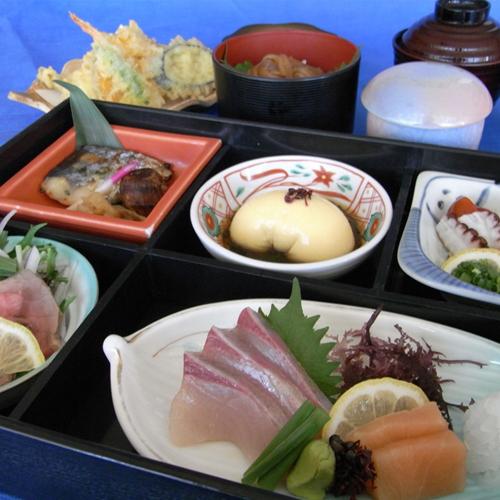 旬彩御膳 ローストビーフやお刺身、天ぷらまで付いた豪華な和食の御膳をご堪能下さい♪