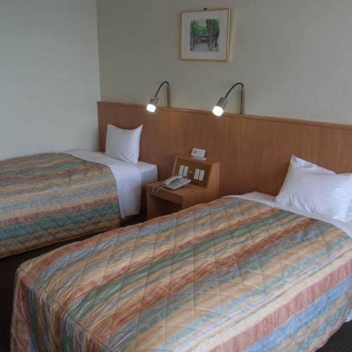 洋室のお部屋 オーシャンビューのお部屋です。お部屋の窓からは玄界灘を一望できます!