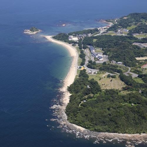 空からの志賀島 全周約10キロの緑豊かなアイランドリゾート。