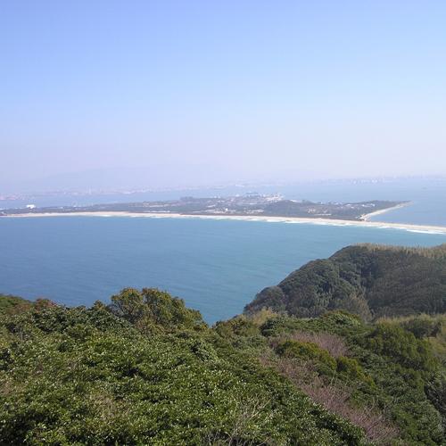 潮見公園 360度の大パノラマが楽しめる展望公園。島の中央部、標高176メートルの最高地点にあります
