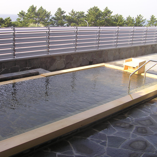女性露天風呂 島内唯一の天然温泉『金印の湯』