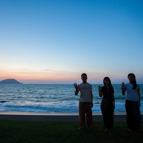 目の前の海に沈む夕日は絶景です。