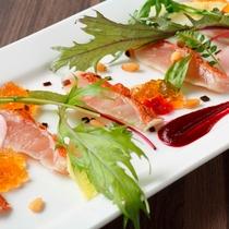 「GRILL DINING 薪火」金目鯛の炙りタタキ