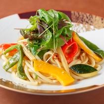 「THE LOUNGE」野菜のペペロンチーノ