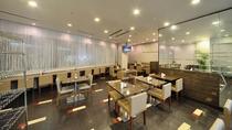 ◆レストラン会場『Hatago』営業時間6時30分~9時30分(ラストオーダー9時00分)全34席