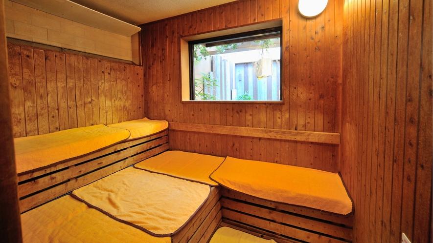 ◆9階男性大浴場 高温サウナルーム 営業時間15時~翌1時 翌5時~10時まで