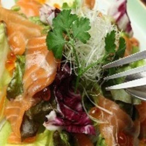 ホテル内【地下のしまだ】 海鮮サラダ