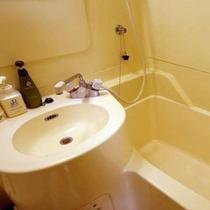 バス・トイレはご覧の様なユニットバスです。
