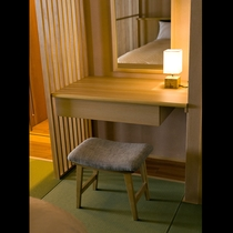 花車*木の風合い、鏡台 /48平米・半露天付*和室
