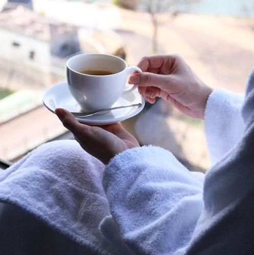 ホテルで迎える穏やかな朝はモーニングコーヒーを楽しんでください