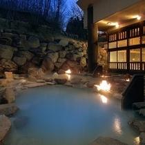 八右衛門の湯【露天風呂】 夜イメージ