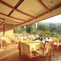 ■お食事会場の一例/景色を見ながらのご飯は美味しいですね。