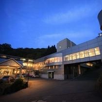 ■蔵王国際ホテルの外観(夜イメージ)