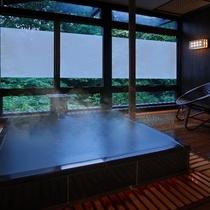 ■貸切風呂【森の恵み湯】御影石の湯船が特徴です。(収容人数:3名様) ※有料