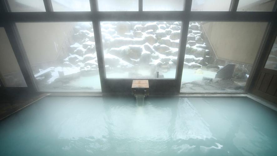 内湯からの冬景色