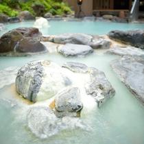 ■八右衛門の湯【露天風呂】100%かけ流しの硫黄泉をお楽しみください。