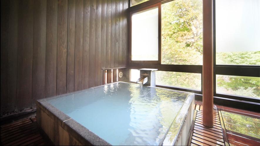貸切風呂【森の恵み湯】御影石の湯船が特徴です(収容人数:3名様) ※有料