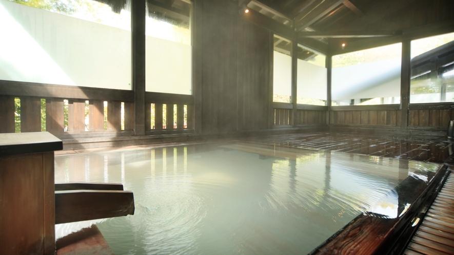 貸切風呂【山の恵み湯】檜の湯船で贅沢な時間を。(収容人数:7名様) ※有料