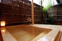 檜造りの露天風呂