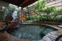 石造りの露天風呂