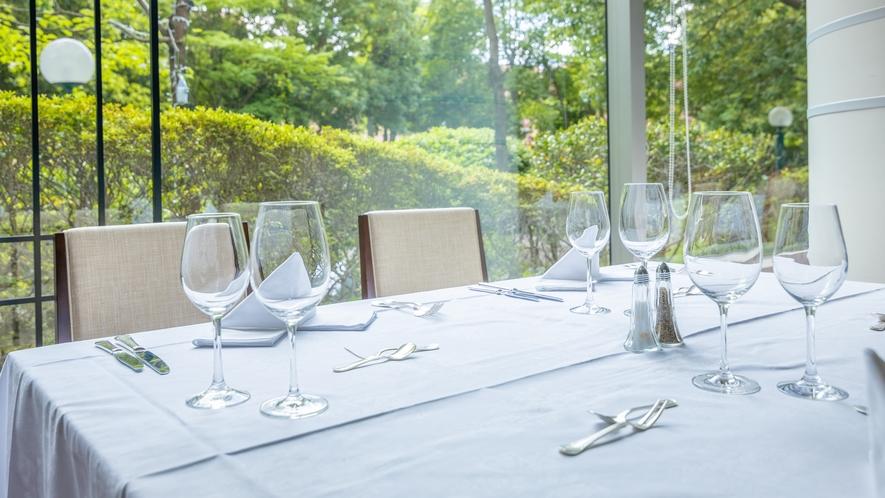 ◆レストラン「ガーディナ」:テーブルセット