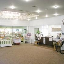 *【フロント・売店】まずはこちらでお客様をお出迎え致します。