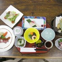 *【夕食一例】地元の食材を使ったお食事に舌鼓。