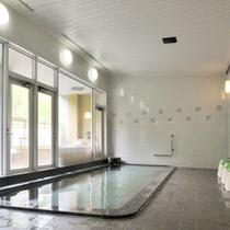 *【なとり館大浴場】広々とした空間で、温泉につかってのんびり。