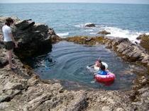 デイオフ前の秘密のプール岩