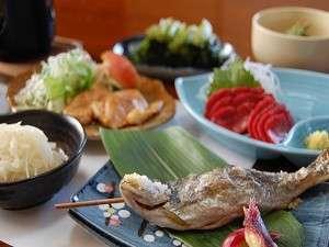 川魚の塩焼きや野沢の郷土料理、旬の素材を使ったおもてなし料理が好評です