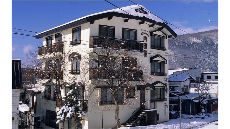 冬建物、外観