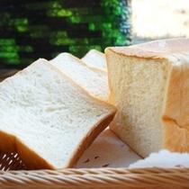 【朝食・バイキング】自家製の角パン お土産でも人気No.1